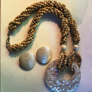 Jewelry - MOTHER OF PEARL vintage beachy jewelry